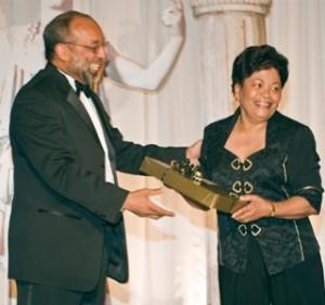 ODYSSEY CONSULT INC member presenting award